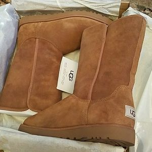 NIB Ugg Michelle Chestnut lined boot size 7